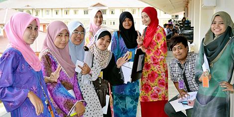 Pelajar Wanita Mendominasi IPT di Malaysia. Pelajar Lelaki Semakin Pupus