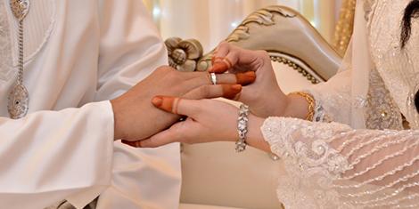 Kisah Pasangan Berkahwin Semasa Melanjutkan Pengajian di Universiti.