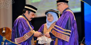 Ibrahim Abu Shah Terima Anugerah Profesor Emeritus