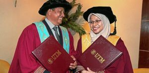Ayah dan Anak Genggam PhD Bersama