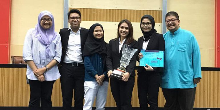Team UiTM Juara Acara Debat International Humanitarian Law Mooting Competition